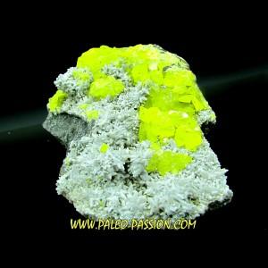Souffre cristallisé sur calcite - Italie